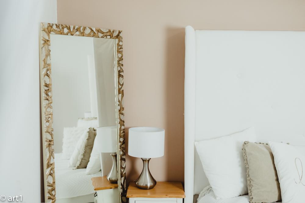 Obraz dělá rám, zrcadlo dělá fazeta.